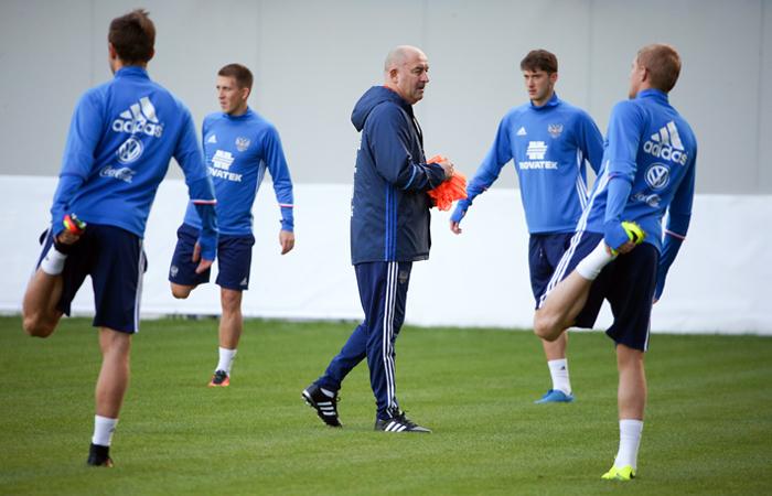 Черчесов проведет сборы национальной команды без футболистов, участвующих веврокубках