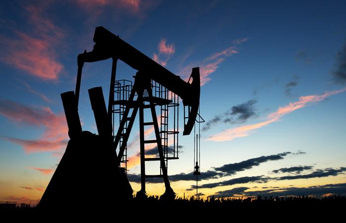 Страны ОПЕК впервые за 8 лет договорились снизить добычу нефти. Обзор