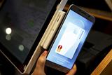 Греф рассказал о возможном партнерстве Сбербанка с Apple Pay и Samsung Pay