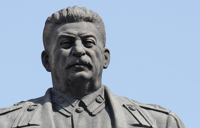 Нелегально установленный бюст Сталина вСургуте, все-таки возможно, снесут