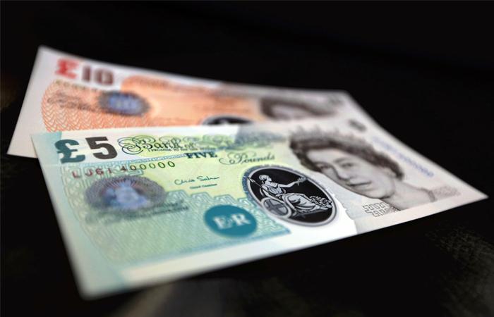 Британский фунт обрушился на6% задве мин.