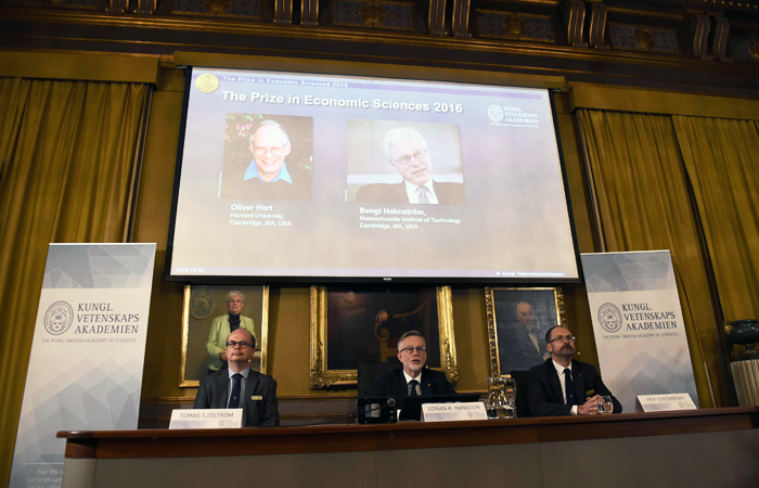 Нобелевскую премию по экономике присудили за вклад в развитие теории контрактов
