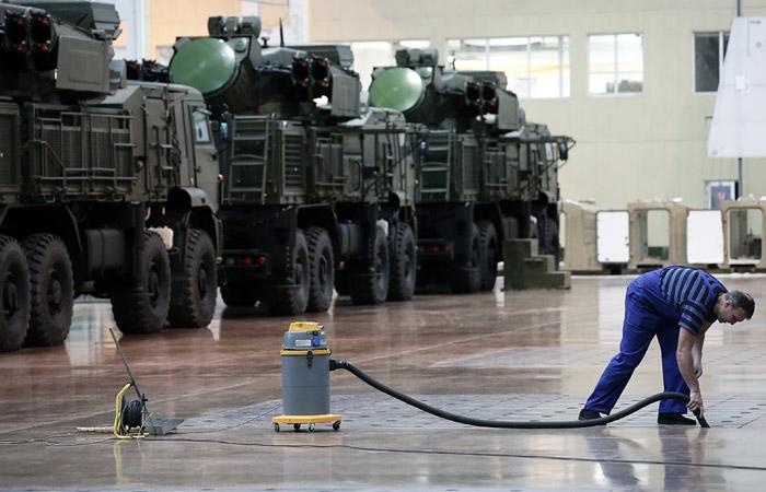 """58% россиян отдали приоритет расходам на """"оборонку"""" перед другими сферами"""