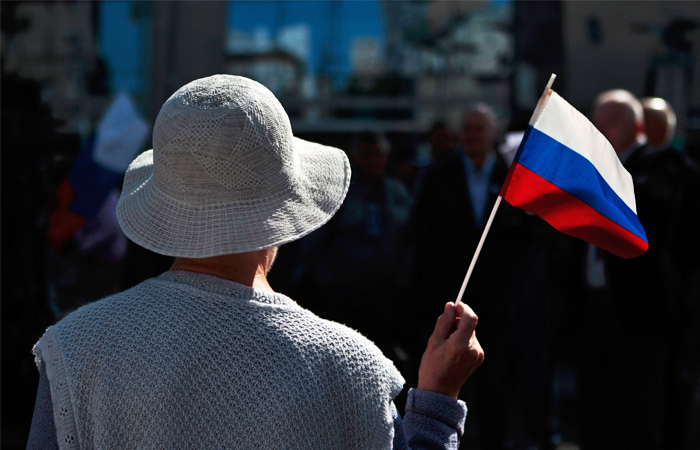 Россияне назвали средней политическую и экономическую ситуацию в стране