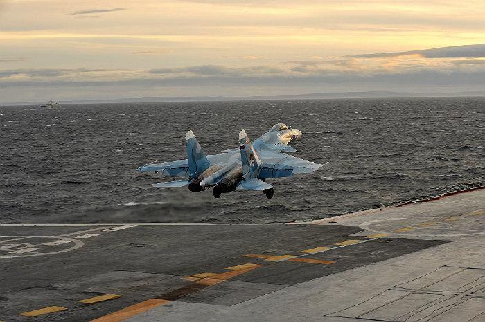 """Авианосец """"Адмирал Кузнецов"""" в субботу отправится в Средиземное море"""