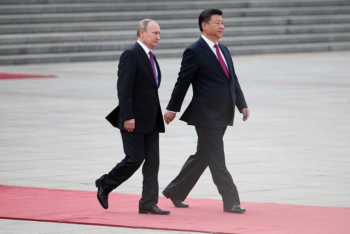 Путин иСиЦзиньпин вГоа проводят встречу тет-а-тет