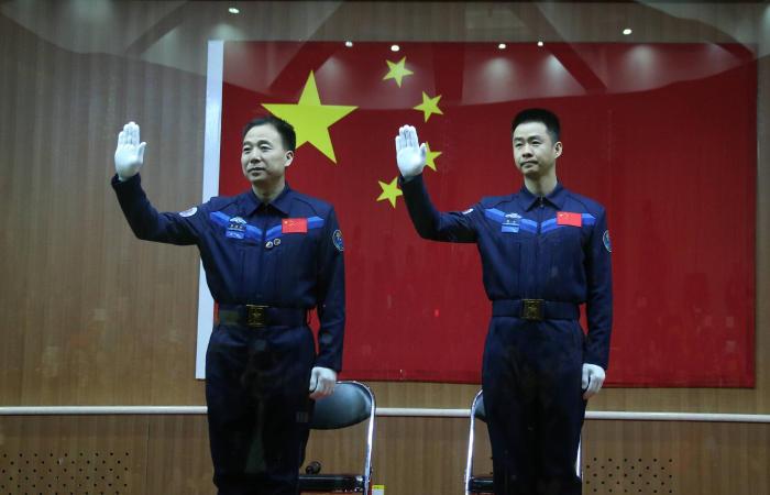 Китай запустил в космос очередной пилотируемый корабль