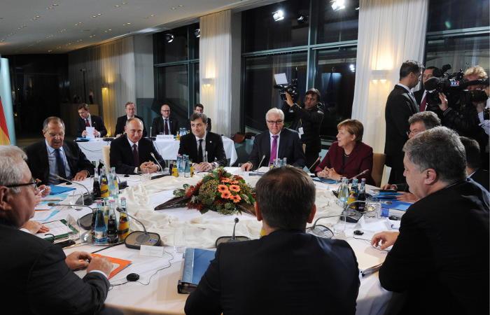 """Лидеры """"нормандской четверки"""" договорились о вводе вооруженной миссии ОБСЕ в Донбасс"""