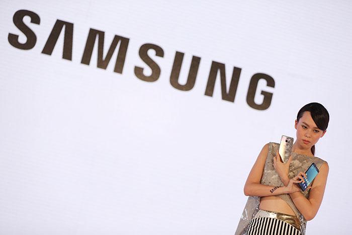 Samsung приостановила работу над Galaxy S8