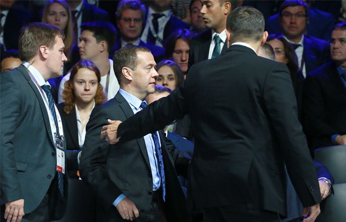 Форум с участием Медведева прервали из-за постороннего звука в зале