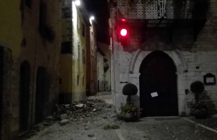 Новые подземные толчки зафиксированы в центральной Италии