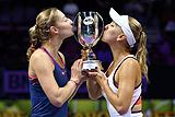 Веснина и Макарова выиграли итоговый турнир WTA в парном разряде