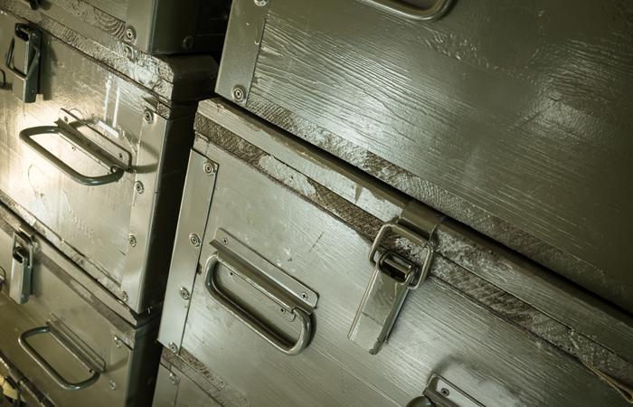 В грузовом вагоне на востоке Москвы нашли более 200 ящиков со снарядами