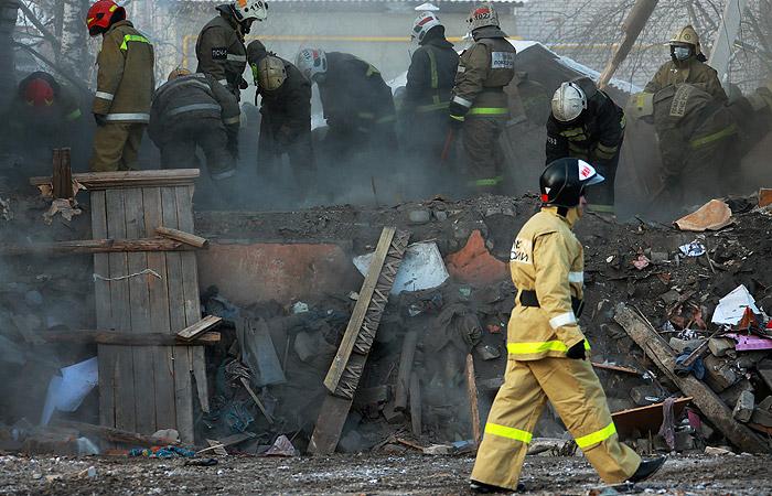 Разбор завалов после взрыва газа