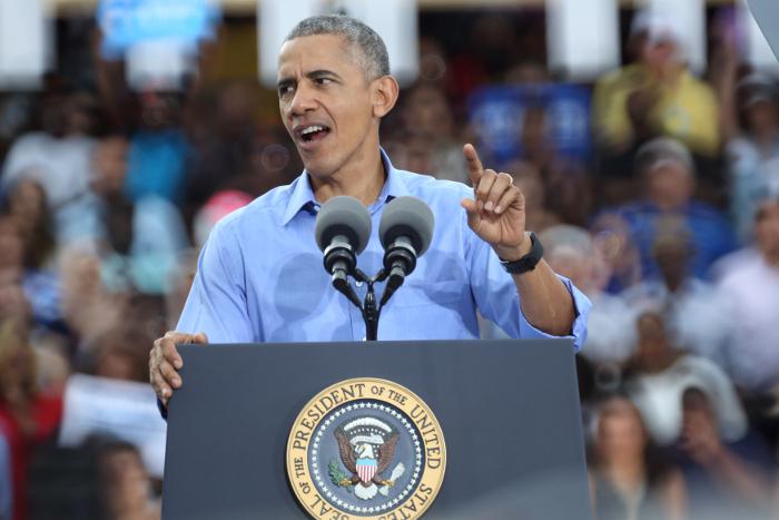 """Обама оправдал директора ФБР после скандала с """"почтовым делом"""" Клинтон"""
