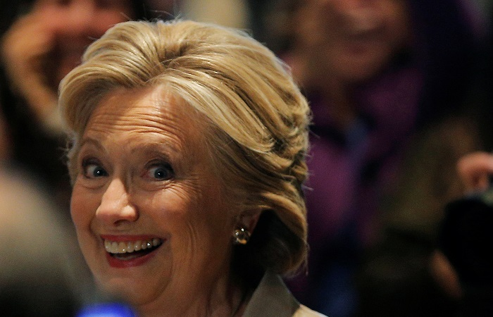 """СМИ спрогнозировали победу Клинтон в шести из семи """"колеблющихся"""" штатов"""