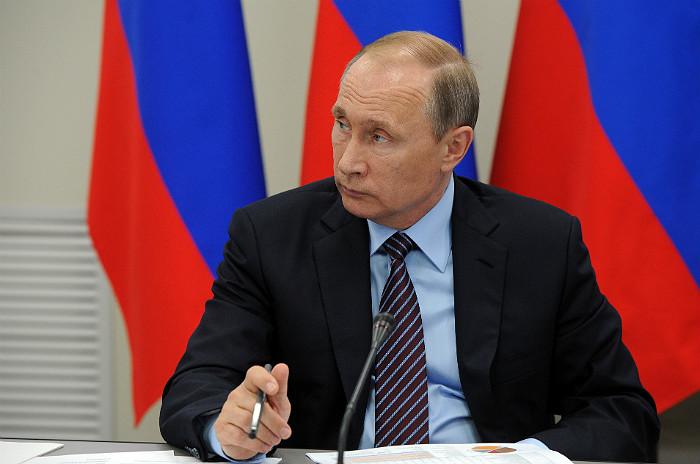 Путин поручил поставлять газ изКрыма вГеническ воизбежание «гумкатастрофы»