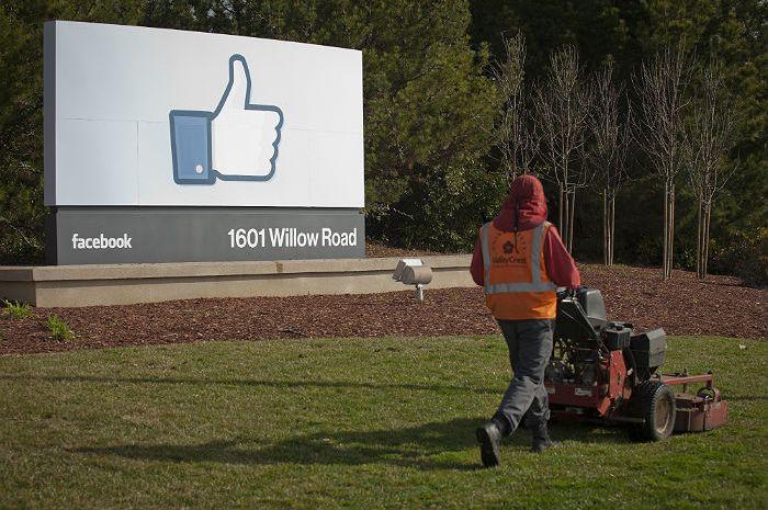 Цукерберг пообещал бороться с выдуманными новостями на Facebook