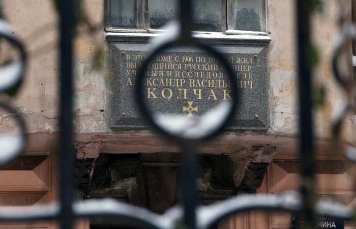 Петербуржцы подали несколько исков о демонтаже мемориальной доски Колчаку