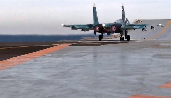 """Палубные истребители крейсера """"Адмирал Кузнецов"""" уничтожили крупное бандформирование"""
