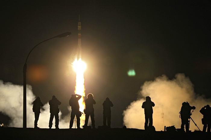 """""""Роскосмос"""" подтвердил готовность доставлять смешанные экипажи к МКС после 2018 года"""
