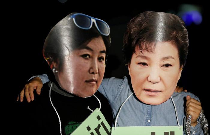 Южнокорейская генпрокуратура предъявила официальные обвинения приятельнице президента