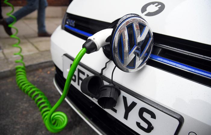 Фольксваген собирается торговать ежегодно 1 млн электрокаров к 2025г
