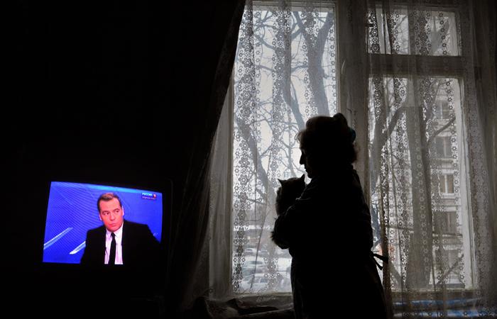 Медведев пообещал не снижать температуру горячей воды в домах