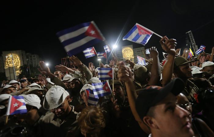 Кубинцы прощаются сФиделем Кастро