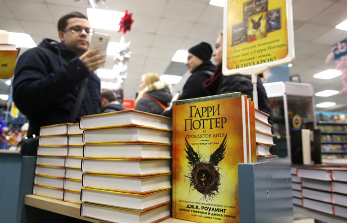 "In Russia started the sale of the book ""Harry Potter and the cursed child"""