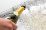 Почти треть шампанского в российских магазинах оказалась газировкой