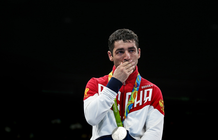 Русского боксера Алояна лишили серебра ОИ-2016 из-за допинга