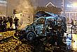 Поврежденная взрывом машина