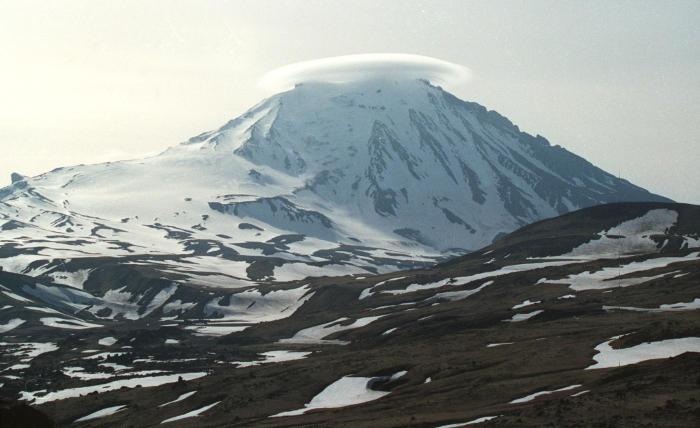 Ученые неисключили возможность взрывного извержения вулкана Безымянный наКамчатке