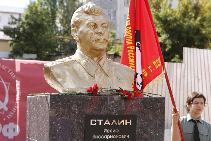 Мединский высказался против установки «государственного памятника» Сталину
