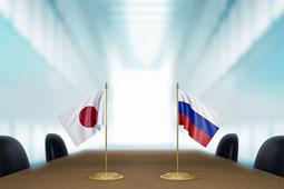 Помощник премьера Японии: Токио не увязывает развитие экономических отношений с РФ с решением территориального вопроса