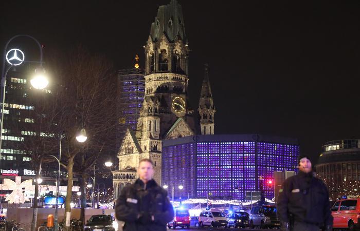 Не менее девяти человек стали жертвами наезда на ярмарку в Берлине