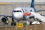 Угонщики ливийского самолета сдались властям в аэропорту Мальты