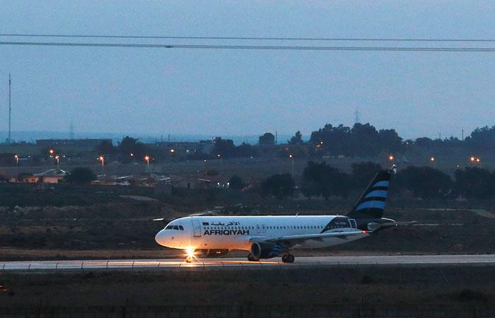 Угонщики захватили ливийский самолет со 118 пассажирами на борту