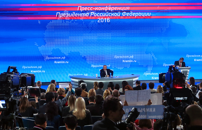 Путин пообещал разобраться вделе осужденной насемь лет засмс