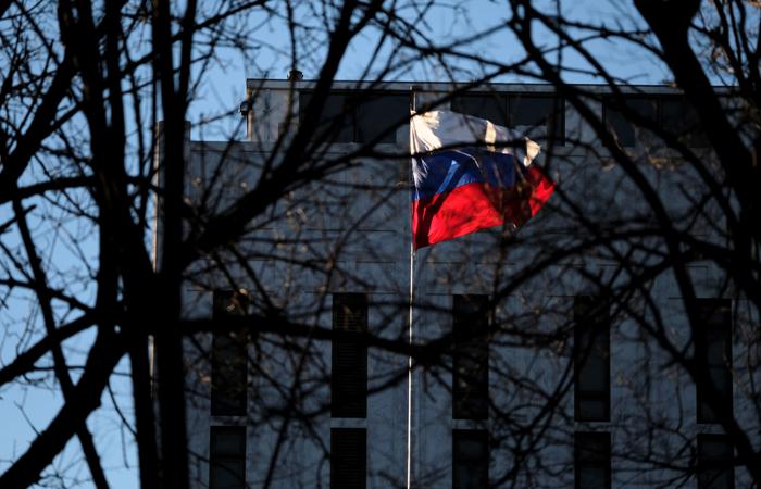 Выдворяемым из США дипломатам РФ придется встречать новый год в самолете