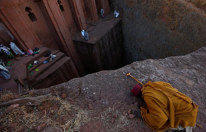 Лалибела (Эфиопия). Город известен своими высеченными в камне христианскими церквями.