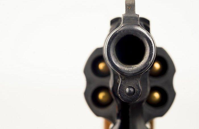 Подозреваемый в убийстве открыл огонь по московским полицейским и убил себя