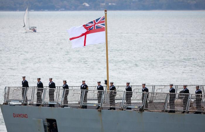 Британские ВМС сопроводят идущую от берегов Сирии авианосную группу РФ