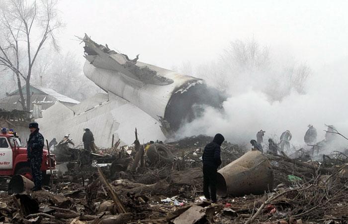 """Разбившийся в Киргизии """"Боинг"""" упал не более чем в двух километрах от посадочной полосы"""