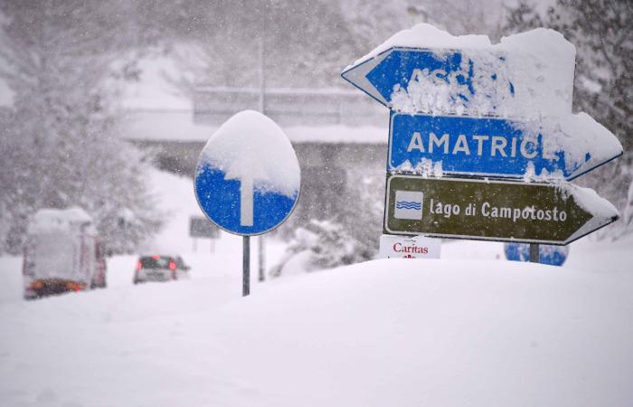 Под снежной лавиной витальянском отеле погибли 30 туристов