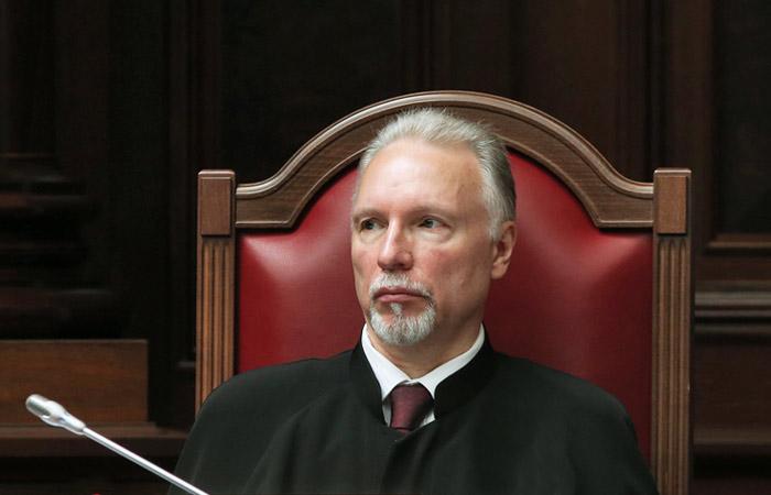 СудьяКС высказал особое мнение, посчитав неприемлемым запрос Минюста поЮКОСу