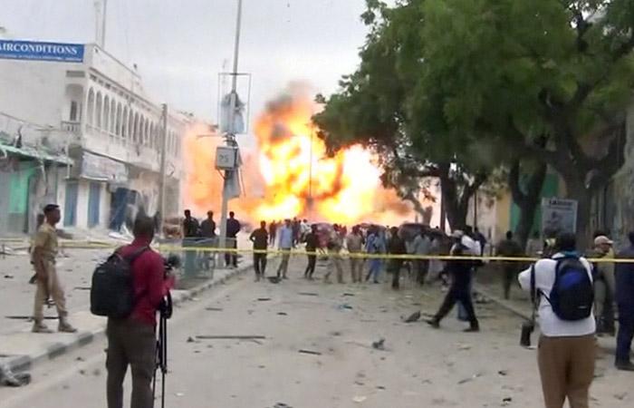 Произошел взрыв водном изотелей встолице Сомали