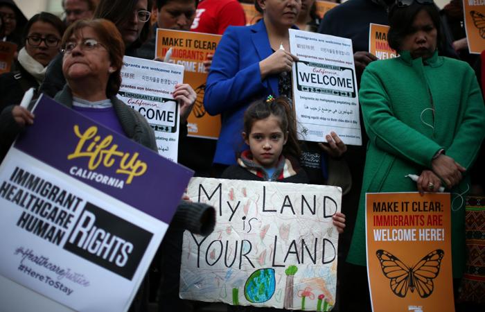 США приостановят прием сирийских беженцев
