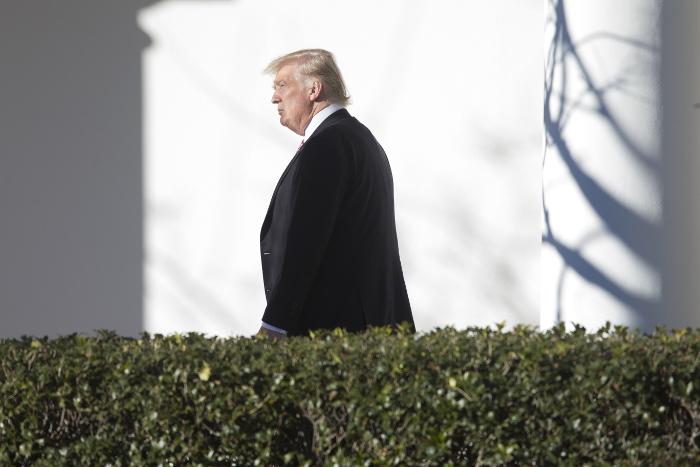 Трамп пообещал провести телефонную беседу с Путиным